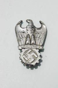 German WWII Reproduction Insignia, Medals, Uniforms and Field Gear